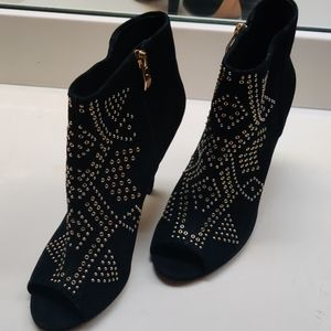 Vince Camuto Gold detailed booties.